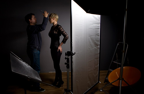 In this picture you can see the Broncolor Mobil flash head with the 1m x 15cm soft box behind my Lastolite Scrim Jim. It was the Scrim Jim that created the stracated shadow effect.