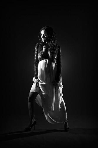 The grey background can be used to create fabulous blacks when it's unlit.
