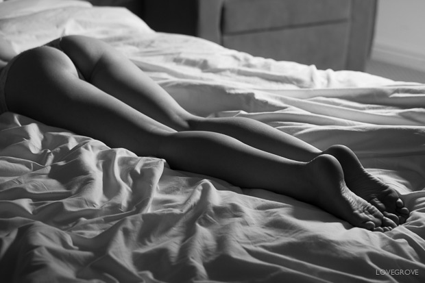 19. Another take on that classic boudoir contre jour lighting style.