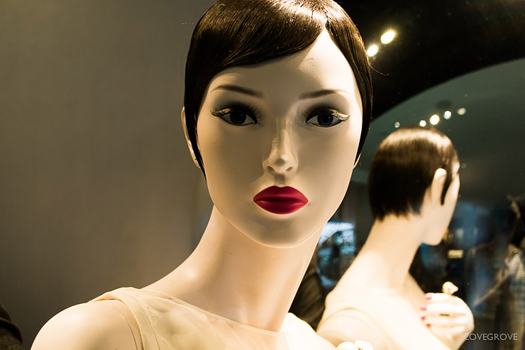 13. Even the mannequins in Singapore look fantastic.